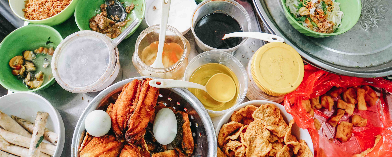 Street Food Tour in Hanoi | Ian and Mar