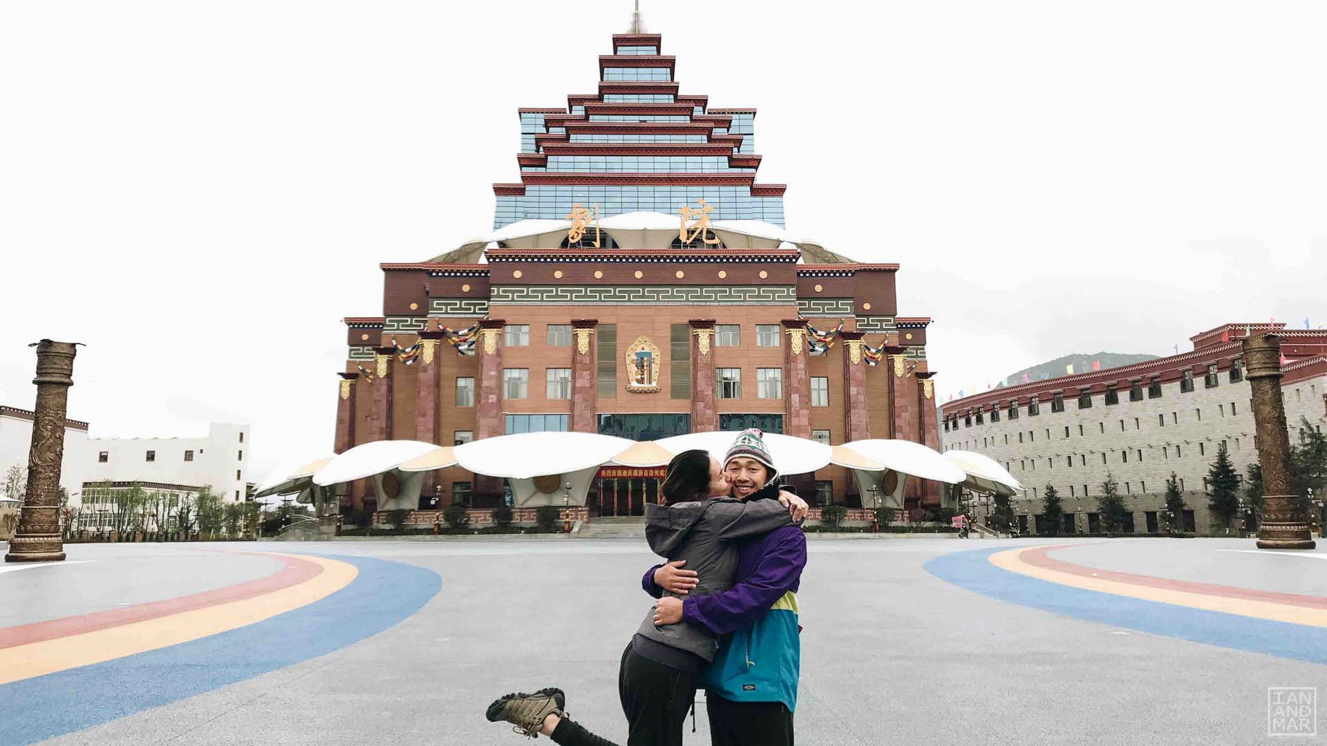 couple hugging in front of chinese architecture